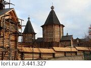 Купить «Строительство нового здания монастыря в Мурманске», фото № 3441327, снято 3 октября 2011 г. (c) Валерий Шанин / Фотобанк Лори