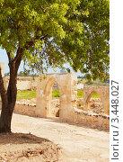 Фрагменты церкви 12-ого столетия Panagia Chrysopolitissa в Куклии близ храма Афродиты, Кипр (2012 год). Стоковое фото, фотограф Миронова Евгения / Фотобанк Лори