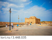 Турецкая башня в порту Пафоса, Кипр (2012 год). Редакционное фото, фотограф Миронова Евгения / Фотобанк Лори