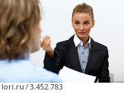 Купить «Деловая женщина в офисе объясняет что-то собеседнику», фото № 3452783, снято 27 января 2012 г. (c) Sergey Nivens / Фотобанк Лори
