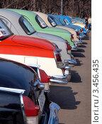 Купить «Выставка ретроавтомобилей ГАЗ в парке Горького», фото № 3456435, снято 26 апреля 2018 г. (c) SevenOne / Фотобанк Лори