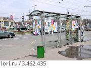 Купить «Остановка общественного транспорта, обклеенная рекламными листовками», фото № 3462435, снято 22 апреля 2012 г. (c) Илюхина Наталья / Фотобанк Лори