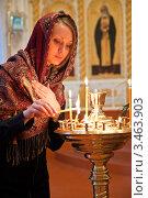Купить «Девушка ставит свечку в православном храме», фото № 3463903, снято 13 апреля 2012 г. (c) Андрей Ярославцев / Фотобанк Лори