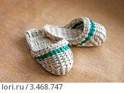 Купить «Миниатюрные плетеные тапки», фото № 3468747, снято 15 апреля 2004 г. (c) Румянцева Наталия / Фотобанк Лори
