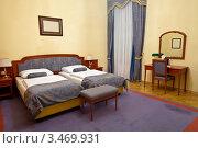 Купить «Интерьер спальни с двумя кроватями в отеле», эксклюзивное фото № 3469931, снято 13 июля 2020 г. (c) Яков Филимонов / Фотобанк Лори