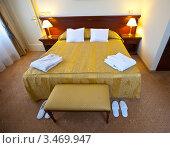 Купить «Двухспальная кровать в спальне», эксклюзивное фото № 3469947, снято 24 ноября 2011 г. (c) Яков Филимонов / Фотобанк Лори