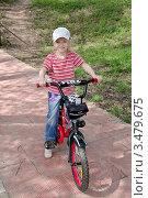 Девочка на велосипеде (2012 год). Редакционное фото, фотограф Илюхина Наталья / Фотобанк Лори