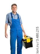 Купить «Сервисмен с коробом с инструментами», фото № 3480215, снято 30 января 2011 г. (c) Андрей Попов / Фотобанк Лори