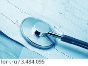 Купить «Стетоскоп на кардиограмме», фото № 3484095, снято 4 марта 2011 г. (c) ElenArt / Фотобанк Лори