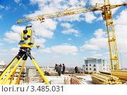 Купить «Геодезический теодолит на строительной площадке», фото № 3485031, снято 11 апреля 2012 г. (c) Дмитрий Калиновский / Фотобанк Лори