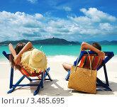 Купить «Парочка отдыхает на пляже», фото № 3485695, снято 29 июля 2011 г. (c) Николай Охитин / Фотобанк Лори