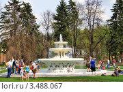 Купить «Фонтан в парке Горького, Москва», фото № 3488067, снято 29 апреля 2012 г. (c) Fro / Фотобанк Лори