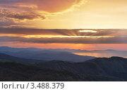 Купить «Рассвет в Крыму», эксклюзивное фото № 3488379, снято 21 апреля 2012 г. (c) Павел Широков / Фотобанк Лори