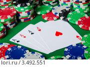 Купить «Тузы и разноцветные фишки казино на зеленом фоне», фото № 3492551, снято 19 января 2012 г. (c) Elnur / Фотобанк Лори