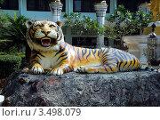 Купить «Скульптура тигра у входа в храм Тигриная Пещера (Tiger cave), Таиланд», фото № 3498079, снято 30 марта 2012 г. (c) Светлана Колобова / Фотобанк Лори