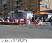 Купить «Ремонт трамвайных путей на Первомайской улице. Москва», эксклюзивное фото № 3499319, снято 29 апреля 2012 г. (c) lana1501 / Фотобанк Лори