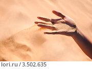 Ветер сдувает песок с женской руки. Стоковое фото, фотограф Хромушин Тарас / Фотобанк Лори