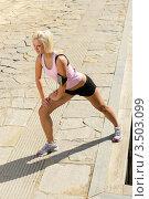 Купить «Девушка занимается гимнастикой на набережной», фото № 3503099, снято 21 марта 2012 г. (c) CandyBox Images / Фотобанк Лори