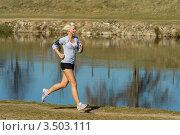 Купить «Блондинка на пробежке», фото № 3503111, снято 21 марта 2012 г. (c) CandyBox Images / Фотобанк Лори