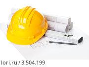 Купить «Каска строителя, уровень, карандаш и план строительства», фото № 3504199, снято 27 августа 2011 г. (c) Андрей Попов / Фотобанк Лори