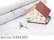 Купить «Ключи, модель дома и архитектурный план», фото № 3504203, снято 27 августа 2011 г. (c) Андрей Попов / Фотобанк Лори