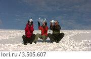 Купить «Друзья подбрасывают снег», видеоролик № 3505607, снято 30 января 2008 г. (c) Losevsky Pavel / Фотобанк Лори