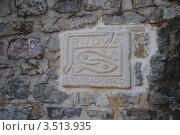 Плита с гербом города Будва (2011 год). Стоковое фото, фотограф Шейнина Ольга / Фотобанк Лори