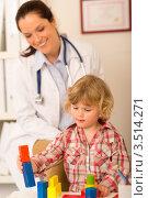 Купить «Малышка играет в кабинете врача», фото № 3514271, снято 31 марта 2012 г. (c) CandyBox Images / Фотобанк Лори