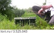 Купить «Барабанщик на свежем воздухе летним днем», видеоролик № 3525043, снято 22 июля 2008 г. (c) Losevsky Pavel / Фотобанк Лори