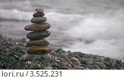 Купить «Пирамида из камней на галечном пляже», видеоролик № 3525231, снято 2 сентября 2008 г. (c) Losevsky Pavel / Фотобанк Лори