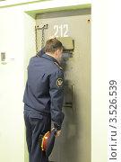 Купить «Надзиратель смотрит в тюремную камеру», эксклюзивное фото № 3526539, снято 16 апреля 2012 г. (c) Free Wind / Фотобанк Лори
