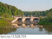 Плотина на прудах в Царицыно. Москва (2012 год). Редакционное фото, фотограф Сергей Родин / Фотобанк Лори