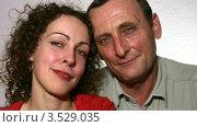 Купить «Пожилой отец со взрослой дочерью», видеоролик № 3529035, снято 28 октября 2008 г. (c) Losevsky Pavel / Фотобанк Лори