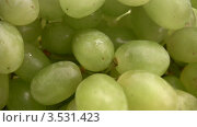 Купить «Вращающийся зеленый виноград», видеоролик № 3531423, снято 17 января 2009 г. (c) Losevsky Pavel / Фотобанк Лори