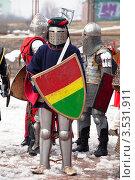 Купить «Историческая реконструкция, воины в рыцарских доспехах перед битвой», эксклюзивное фото № 3531911, снято 15 апреля 2012 г. (c) Николай Винокуров / Фотобанк Лори