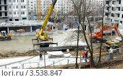 Купить «Укладка плит на стройплощадке, таймлапс», видеоролик № 3538847, снято 10 апреля 2009 г. (c) Losevsky Pavel / Фотобанк Лори