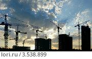 Купить «Силуэты строящихся домов и кранов», видеоролик № 3538899, снято 14 апреля 2009 г. (c) Losevsky Pavel / Фотобанк Лори