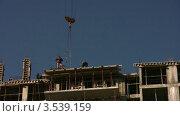 Купить «Строительство дома», видеоролик № 3539159, снято 16 апреля 2009 г. (c) Losevsky Pavel / Фотобанк Лори