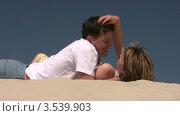 Купить «Пара лежит на песке», видеоролик № 3539903, снято 29 июня 2009 г. (c) Losevsky Pavel / Фотобанк Лори