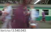 Купить «Поезд прибывает на станцию, таймлапс», видеоролик № 3540043, снято 11 августа 2009 г. (c) Losevsky Pavel / Фотобанк Лори