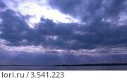 Купить «Темные облака над водой», видеоролик № 3541223, снято 15 августа 2009 г. (c) Losevsky Pavel / Фотобанк Лори