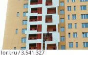 Купить «Отделка балконов нового жилого дома, таймлапс», видеоролик № 3541327, снято 28 августа 2009 г. (c) Losevsky Pavel / Фотобанк Лори