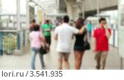 Люди на улице, расфокус, таймлапс. Стоковое видео, видеограф Максим Шатохин / Фотобанк Лори