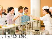 Деловые люди в столовой. Стоковое фото, фотограф CandyBox Images / Фотобанк Лори