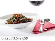 Купить «Итальянские спагетти с сушеными помидорами и чесноком», фото № 3542659, снято 17 апреля 2012 г. (c) CandyBox Images / Фотобанк Лори