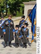 Мальчишки и пожилой мужчина в казакской форме (2012 год). Редакционное фото, фотограф Nikolay Sukhorukov / Фотобанк Лори