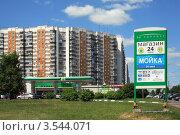 Купить «Заправка BP», эксклюзивное фото № 3544071, снято 25 мая 2012 г. (c) Игорь Веснинов / Фотобанк Лори