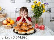 Купить «Счастливая девочка сидит за столом с пирожками и фруктами», фото № 3544995, снято 24 мая 2012 г. (c) Ольга Денисова / Фотобанк Лори