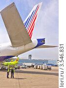Купить «Авиационные техники осматривают самолет на летном поле аэропорта Домодедово», фото № 3546831, снято 22 мая 2012 г. (c) Владимир Сергеев / Фотобанк Лори