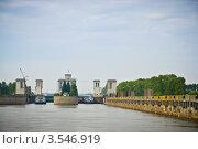 Купить «Городец, вид с реки шлюз», эксклюзивное фото № 3546919, снято 1 сентября 2011 г. (c) Алексей Котлов / Фотобанк Лори